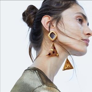 Zara Enameled Geometric Clip On Statement Earrings